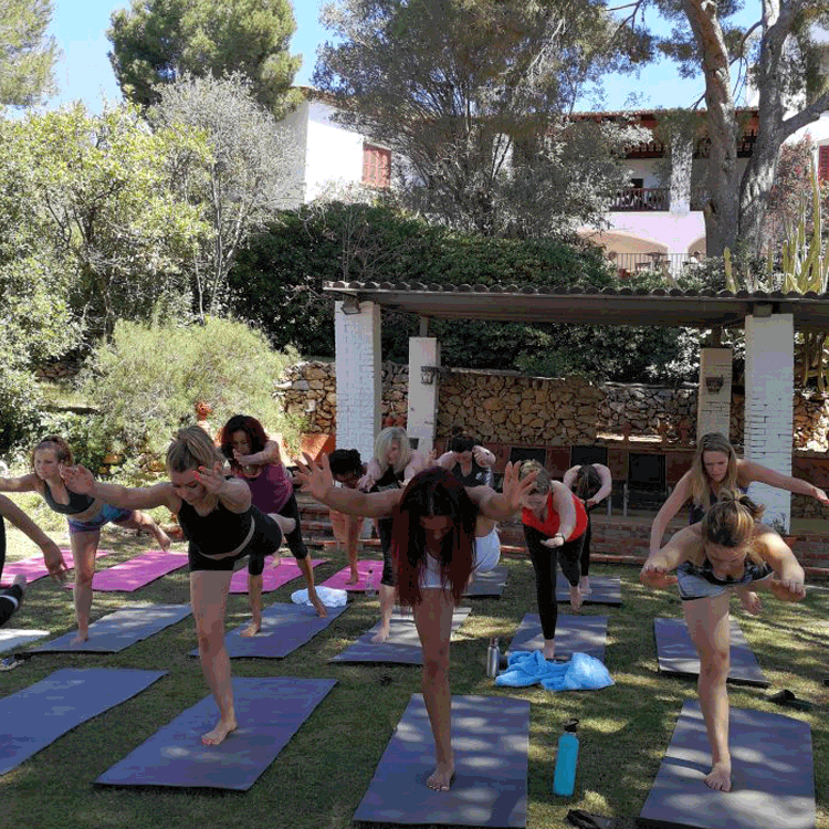 Groupe-Yoga-Vinyasa-Sitges-